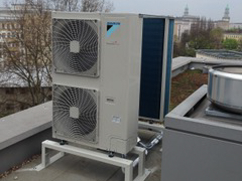 Meister-Kaelte-Klimatisierung-der-neuen-Niederlassung-Berlin,-der-Firma-optimal-media-GmbH-02