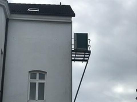 Meister-Kaelte-Montage-einer-Klimaanlage-für-eine-Büro-Etage-in-Schwerin-01