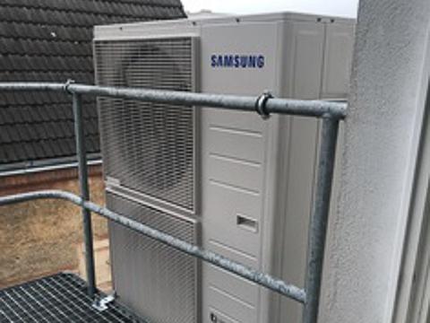 Meister-Kaelte-Montage-einer-Klimaanlage-für-eine-Büro-Etage-in-Schwerin-02